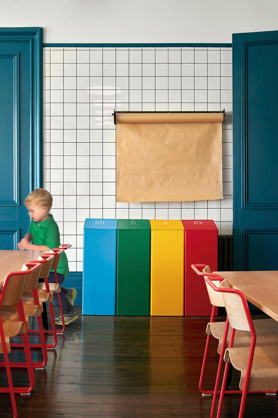 Accessoires im Büro: BERNA sortiert den Müll nach Farben